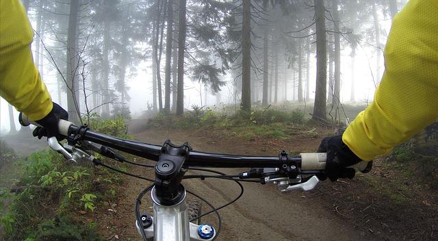 jízda na kole, detail řídítek.jpg